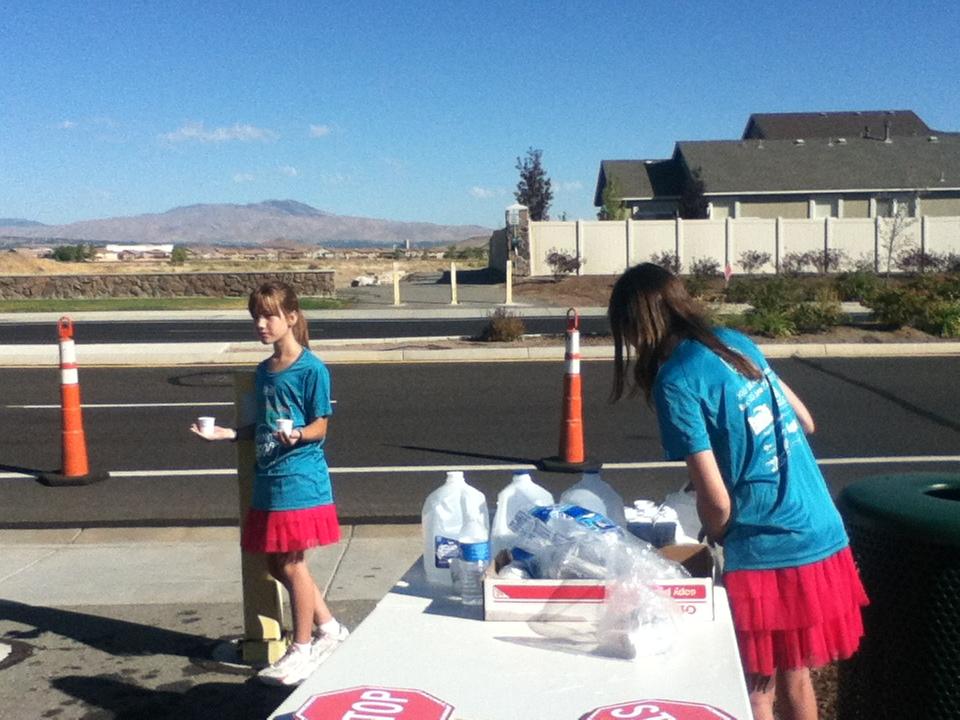 Ashlea and Gabi at aid station
