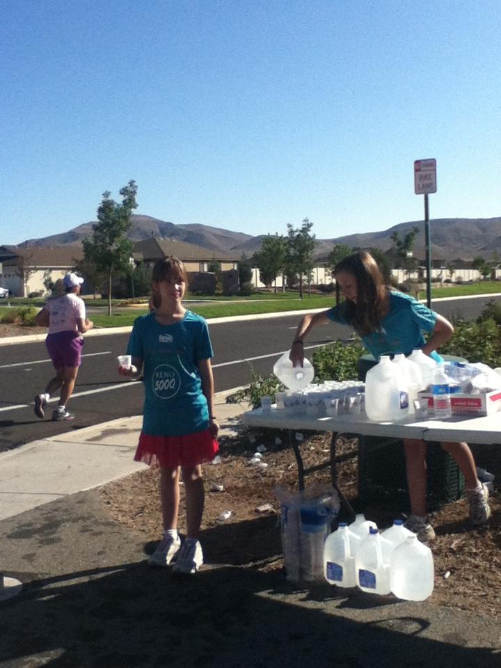 Ashlea and Gabi at the aid station
