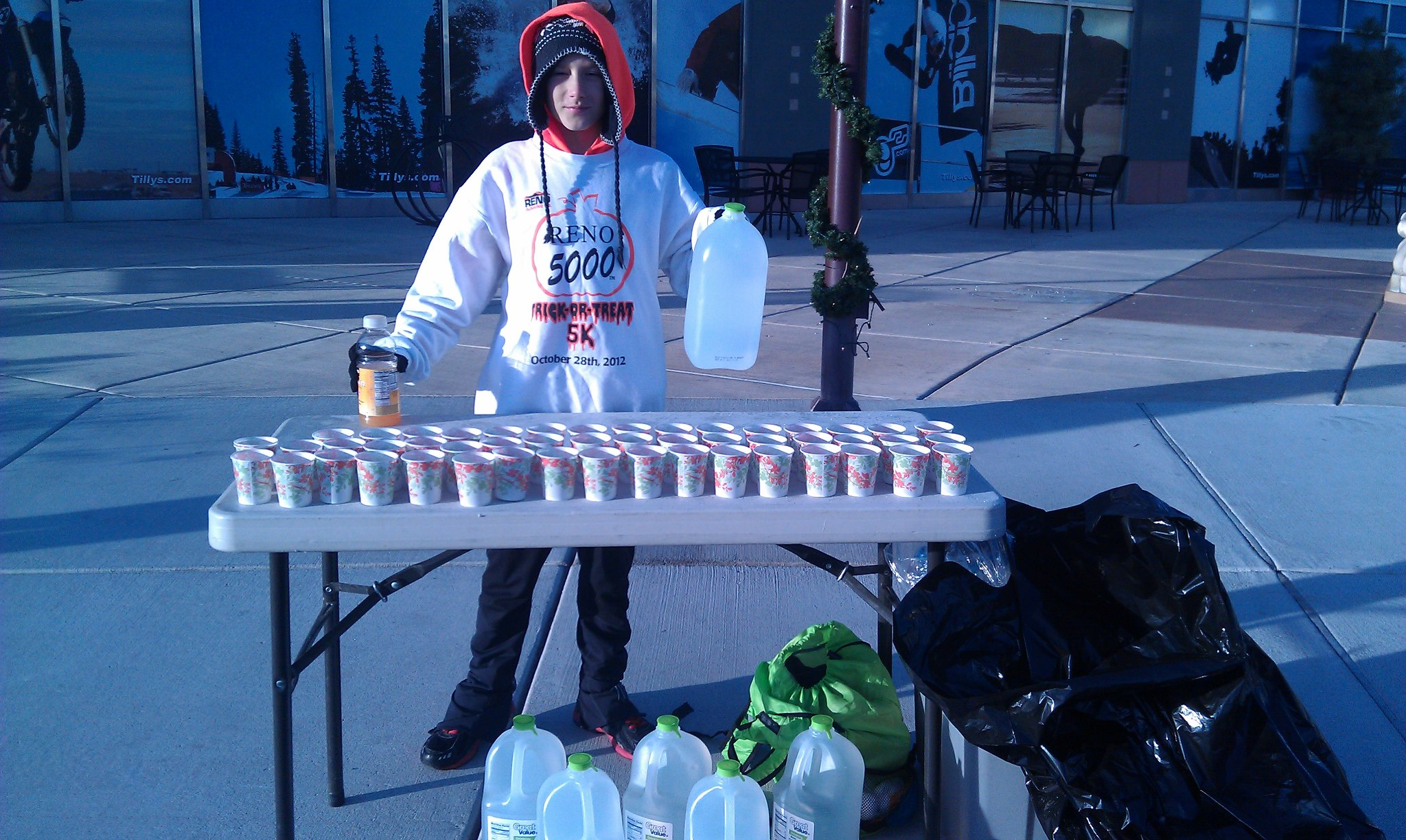 Taylor just knows how to work an aid station!!  My kids have all volunteered at races to see how hard it is to put them on - especially if they're well run